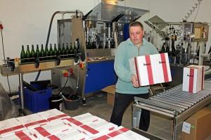 So kommt der Wein in den Karton